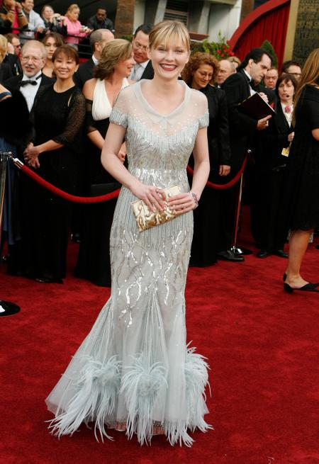 Actress Kirsten Dunst arrives at the 79th Annual Academy Awards in Hollywood, California February 25, 2007. Dunst is wearing a dress from Chanel Haute Couture. REUTERS/Lucas Jackson (UNITED STATES) - GF1DURRMNJAB