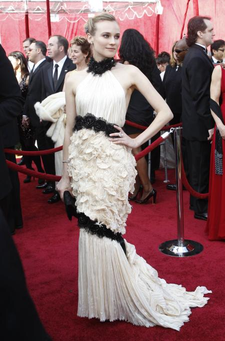 """German actress Diane Kruger, from the film """"Inglourious Basterds,"""" arrives at the 82nd Academy Awards in Hollywood March 7, 2010. REUTERS/Mario Anzuoni (UNITED STATES) (OSCARS-ARRIVALS - Tags: ENTERTAINMENT) - GM1E6380NJH01"""