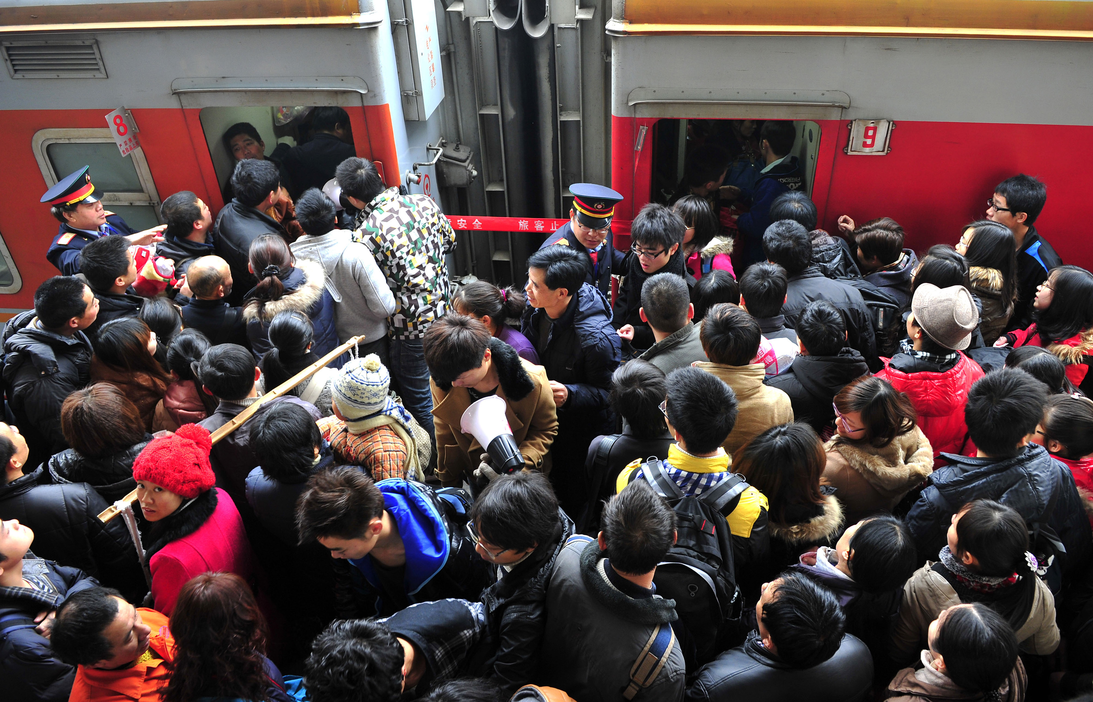 "Passengers rush to board trains at Changsha Railway Station, Hunan province January 8, 2012. Chinese New Year, or Spring Festival, is the bigger of two ""Golden Week"" holidays, giving migrant workers their only chance of the year to return to their home provinces with gifts for their families. More than 200 million people are expected to take to the railways over this year's holiday, the biggest movement of humanity in the world. Picture taken January 8, 2012. REUTERS/China Daily (CHINA - Tags: SOCIETY TRANSPORT) CHINA OUT. NO COMMERCIAL OR EDITORIAL SALES IN CHINA - GM1E8190Y3C01"