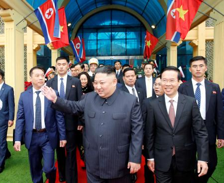 North Korea's leader Kim Jong Un (C) waves upon his arrival at the border town with China in Dong Dang, Vietnam, February 26, 2019. Nhan Sang/VNA via REUTERS. ATTENTION EDITORS - THIS PICTURE WAS PROVIDED BY A THIRD PARTY. NO RESALES. NO ARCHIVE. VIETNAM OUT.