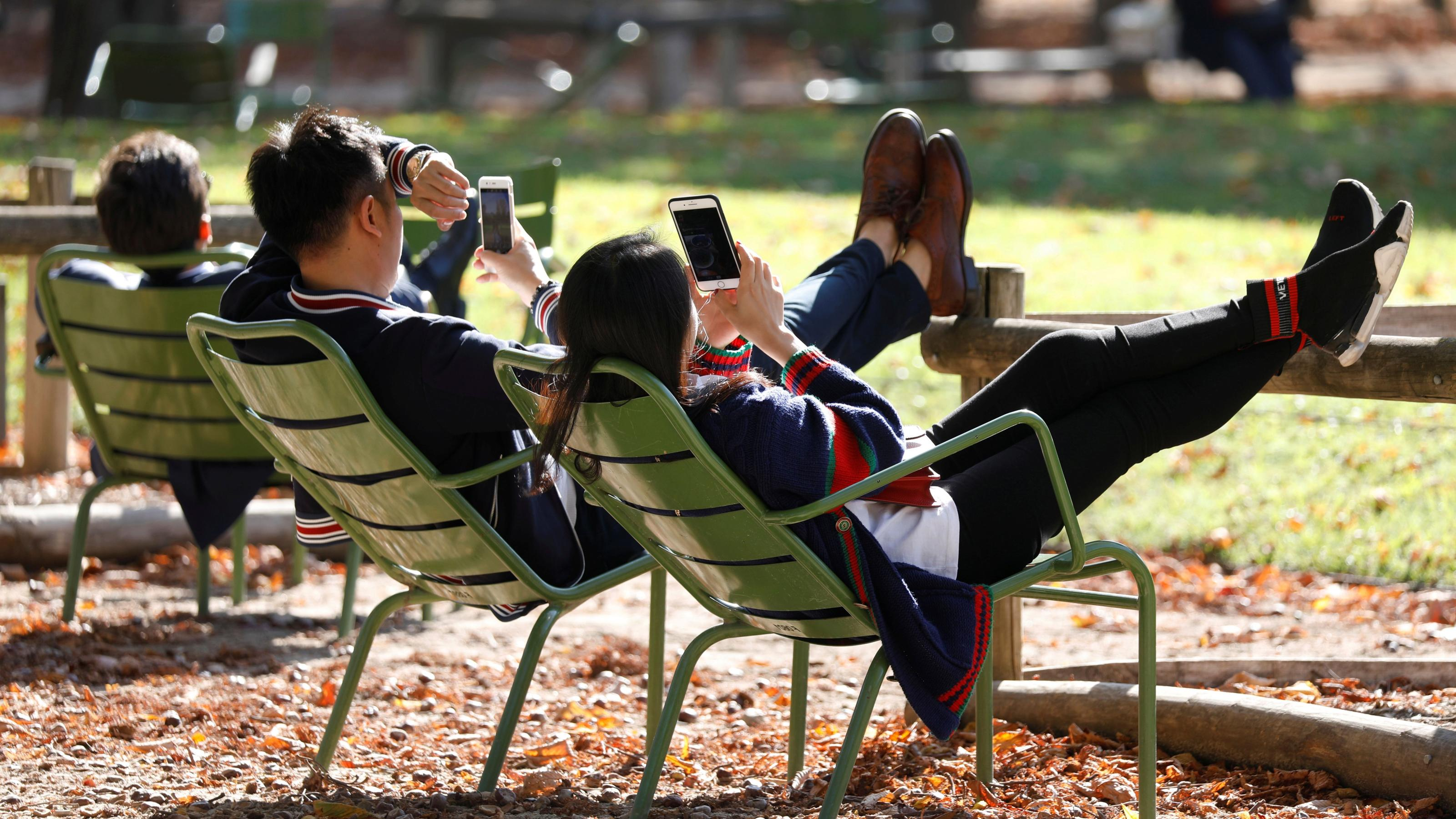Are relationships better without social media?