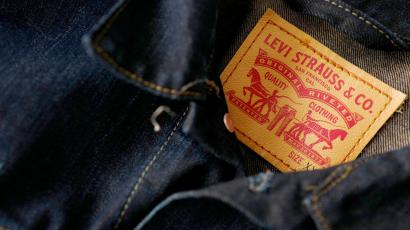 FILE PHOTO: The label of a Levi's denim jacket of U.S. company Levi Strauss is seen at a denim store in Frankfurt, Germany, March 20, 2016. REUTERS/Kai Pfaffenbach/File Photo - RC147CF672C0