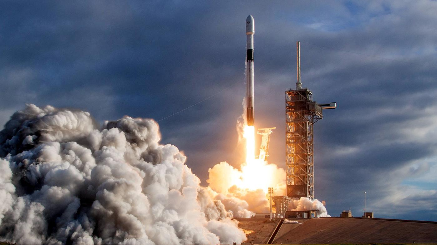 Watch Spacex Launch The First Private Moon Lander Quartz