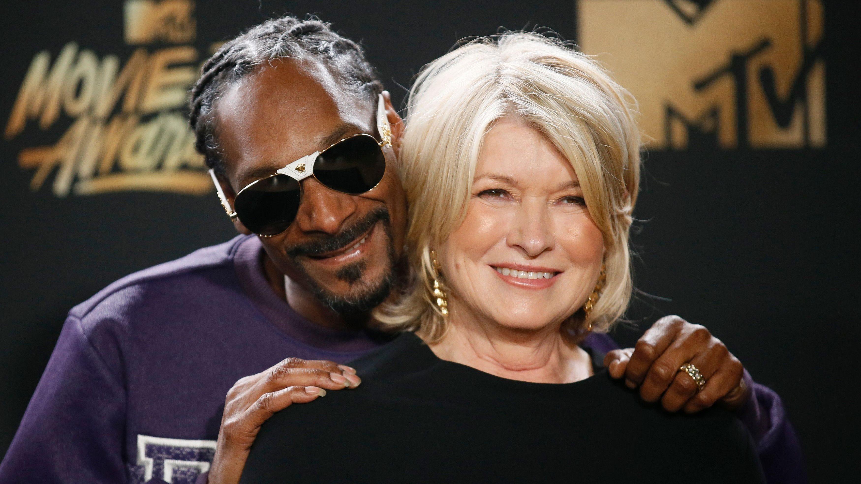 2017 MTV Movie and TV Awards – Photo Room – Los Angeles, U.S., 07/05/2017 – Snoop Dogg and Martha Stewart. REUTERS/Danny Moloshok - HP1ED58061CHG
