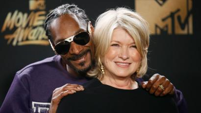 2017 MTV Movie and TV Awards – Photo Room – Los Angeles, U.S., 07/05/2017 – Snoop Dogg and Martha Stewart. REUTERS/Danny Moloshok - HP1ED58061CHG