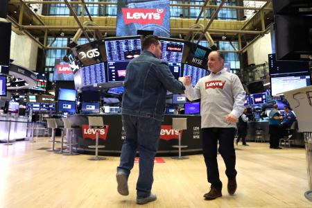 Traders wear Levis clothing ahead of the Levi Strauss & Co. IPO on the floor of the New York Stock Exchange (NYSE) in New York, U.S., March 21, 2019. REUTERS/Brendan McDermid - RC1ECD72CD80