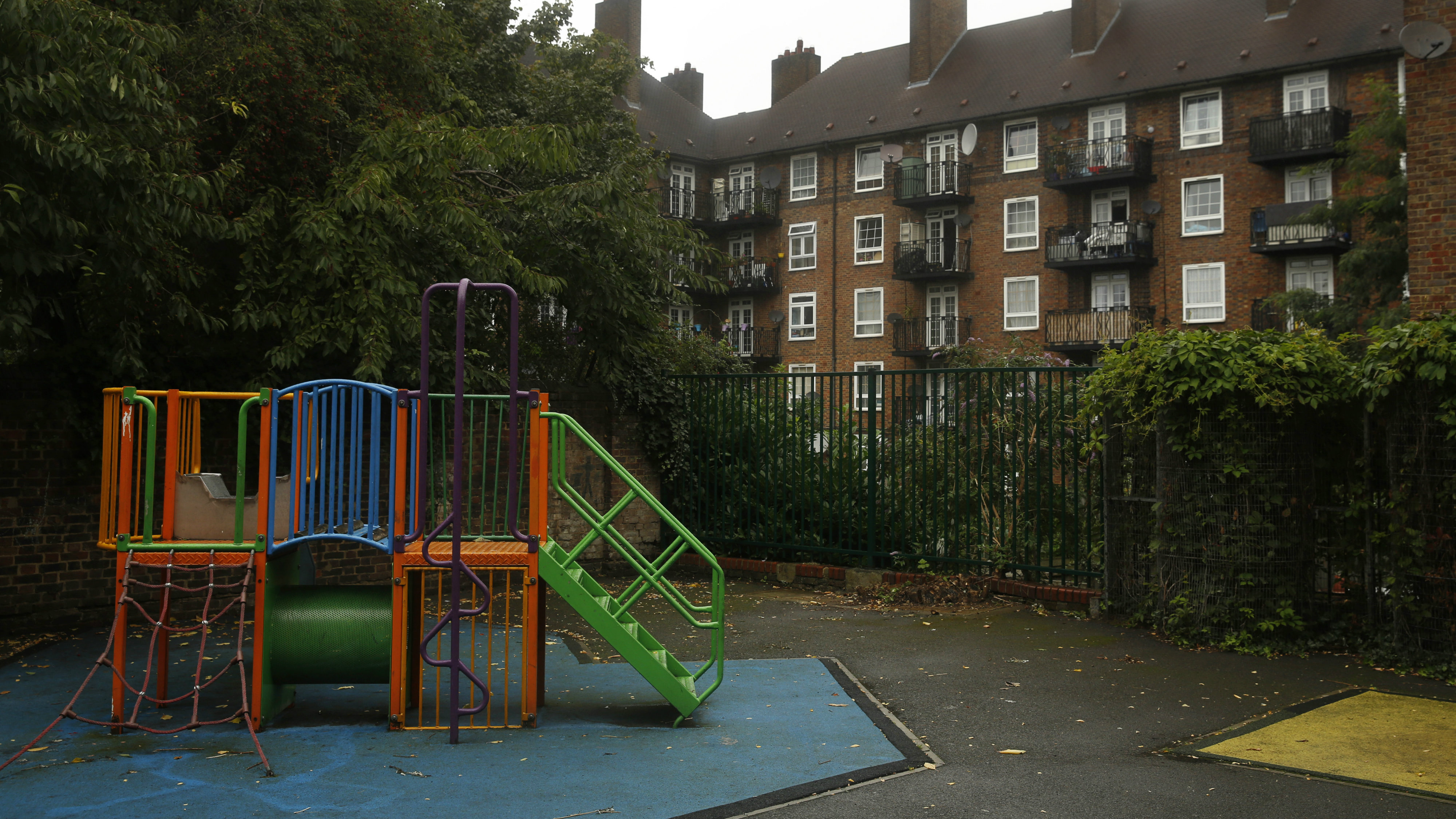 In Britains Playgrounds Bringing In >> A Segregated London Playground Is Igniting Outrage Over