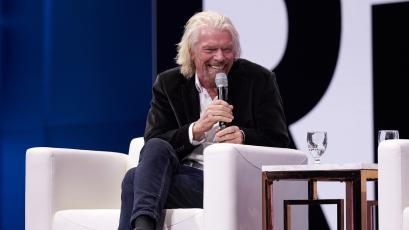 Richard Branson on stage from Qualtrics x4