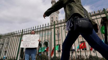 Christchurch massacre: all faiths visiting mosques worldwide to show support