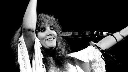 American musician Stevie Nicks of the band Fleetwood Mac performs at the Rosemont Horizon, Rosemont, Illinois, May 14, 1980. (Photo by Paul Natkin/Getty Images)