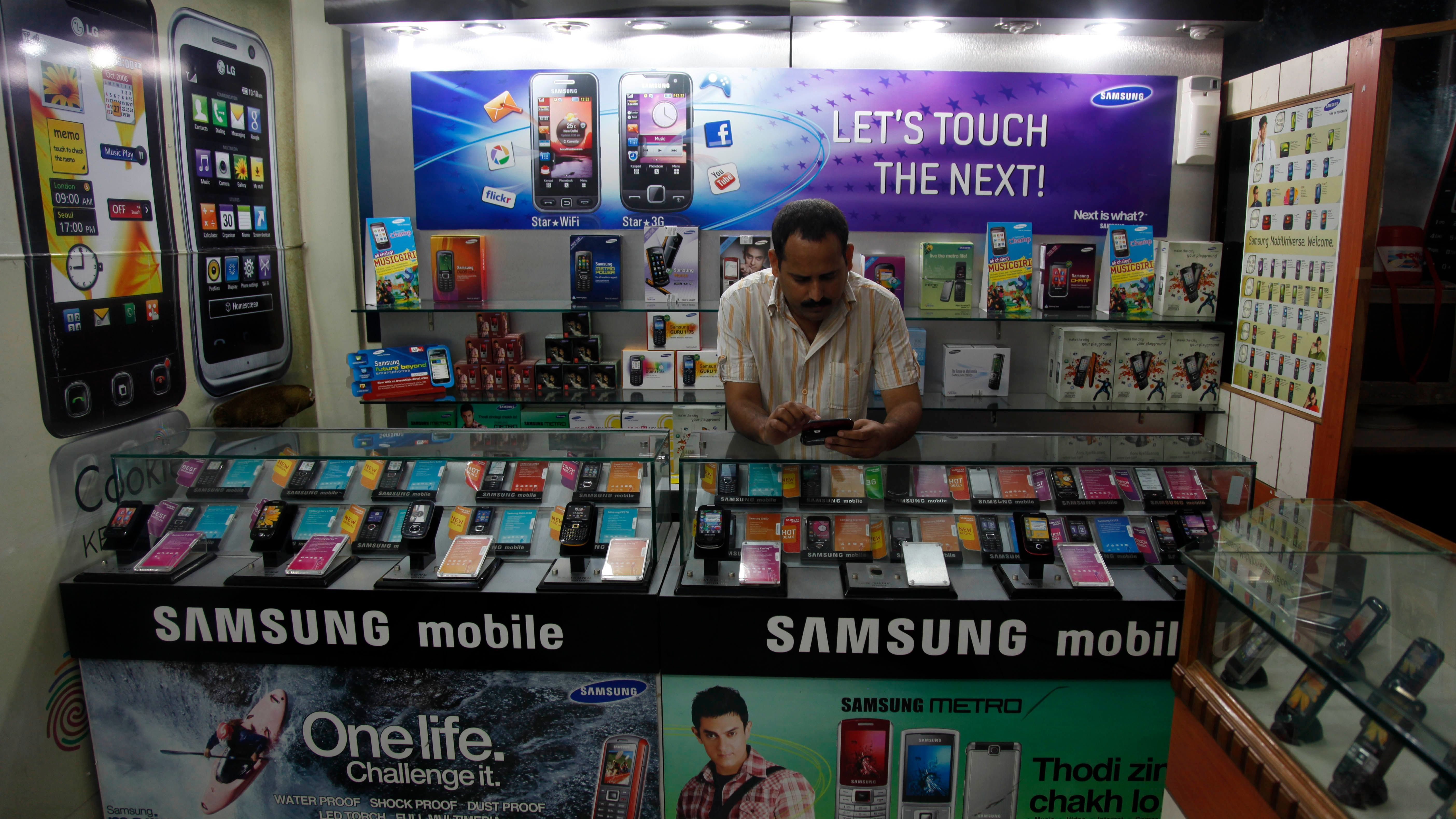 caa1fff31 Not as many Indians are buying smartphones on Amazon and Flipkart as you  think
