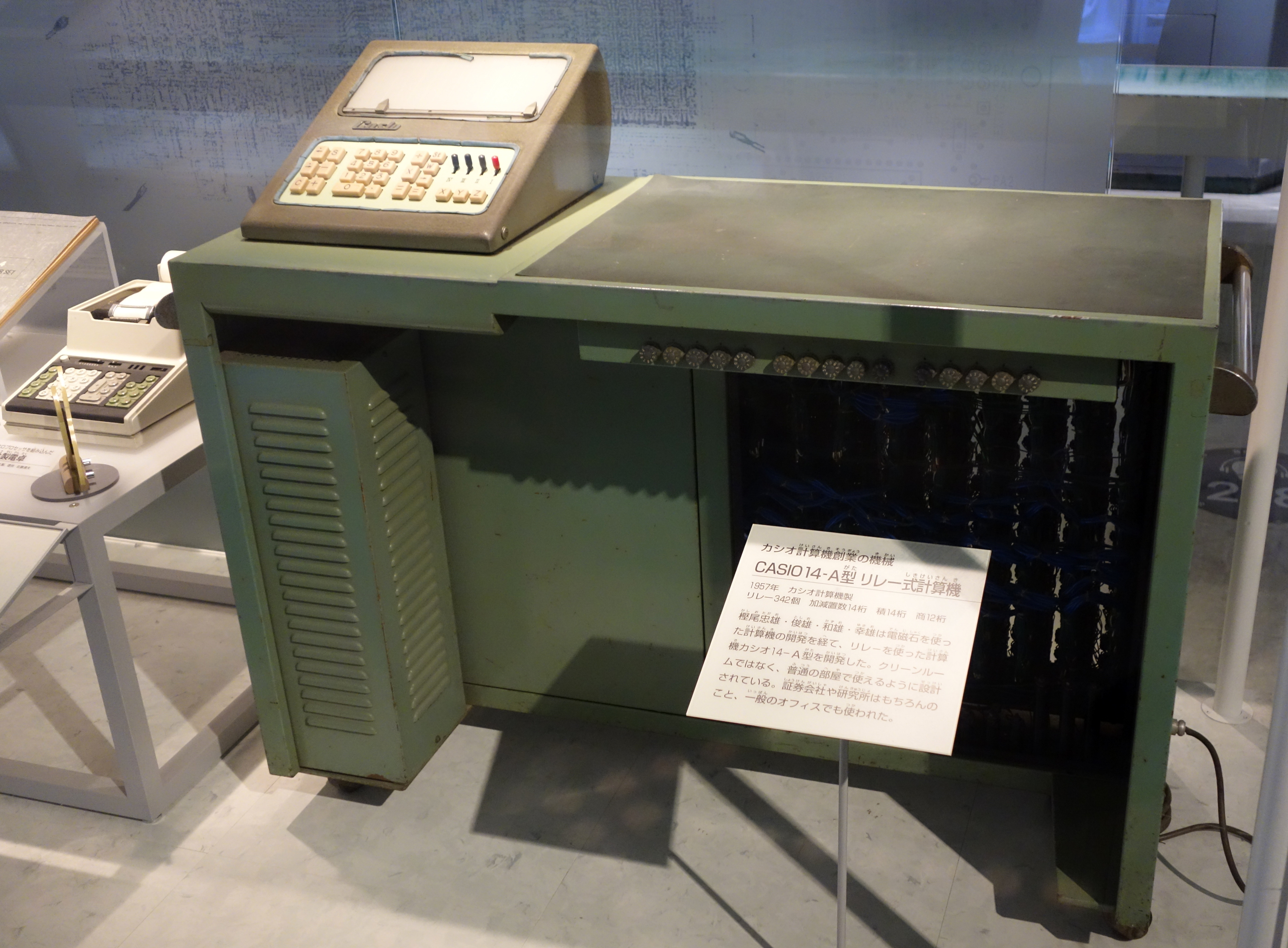 Casio_14-A_calculator_-_National_Museum_of_Nature_and_Science,_Tokyo_-_DSC07314