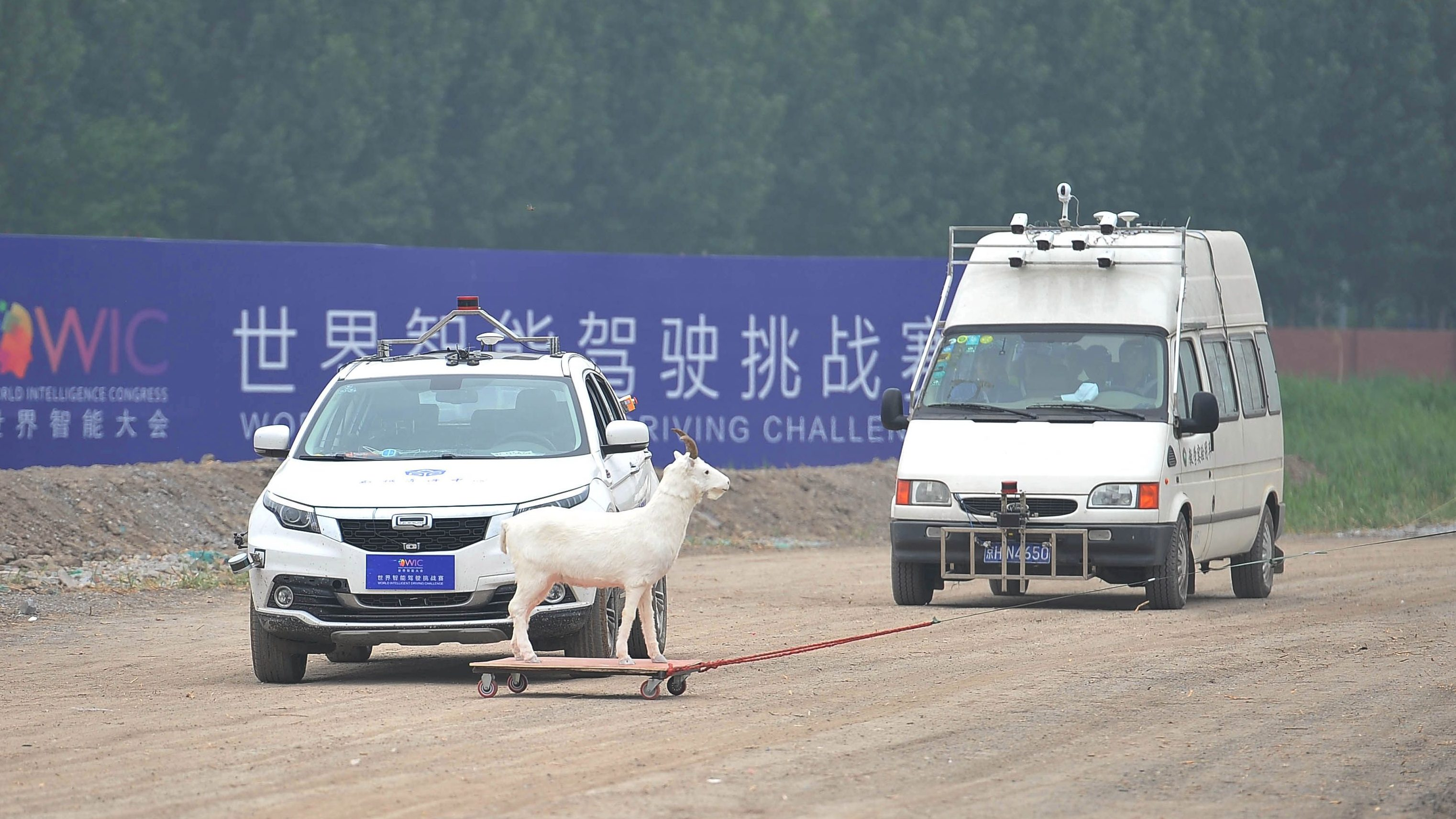 A self-driving vehicle (L) takes part in an autonomous driving contest held as a part of the World Intelligent Congress, in Dongli district of Tianjin, China May 15, 2018. Picture taken May 15, 2018.