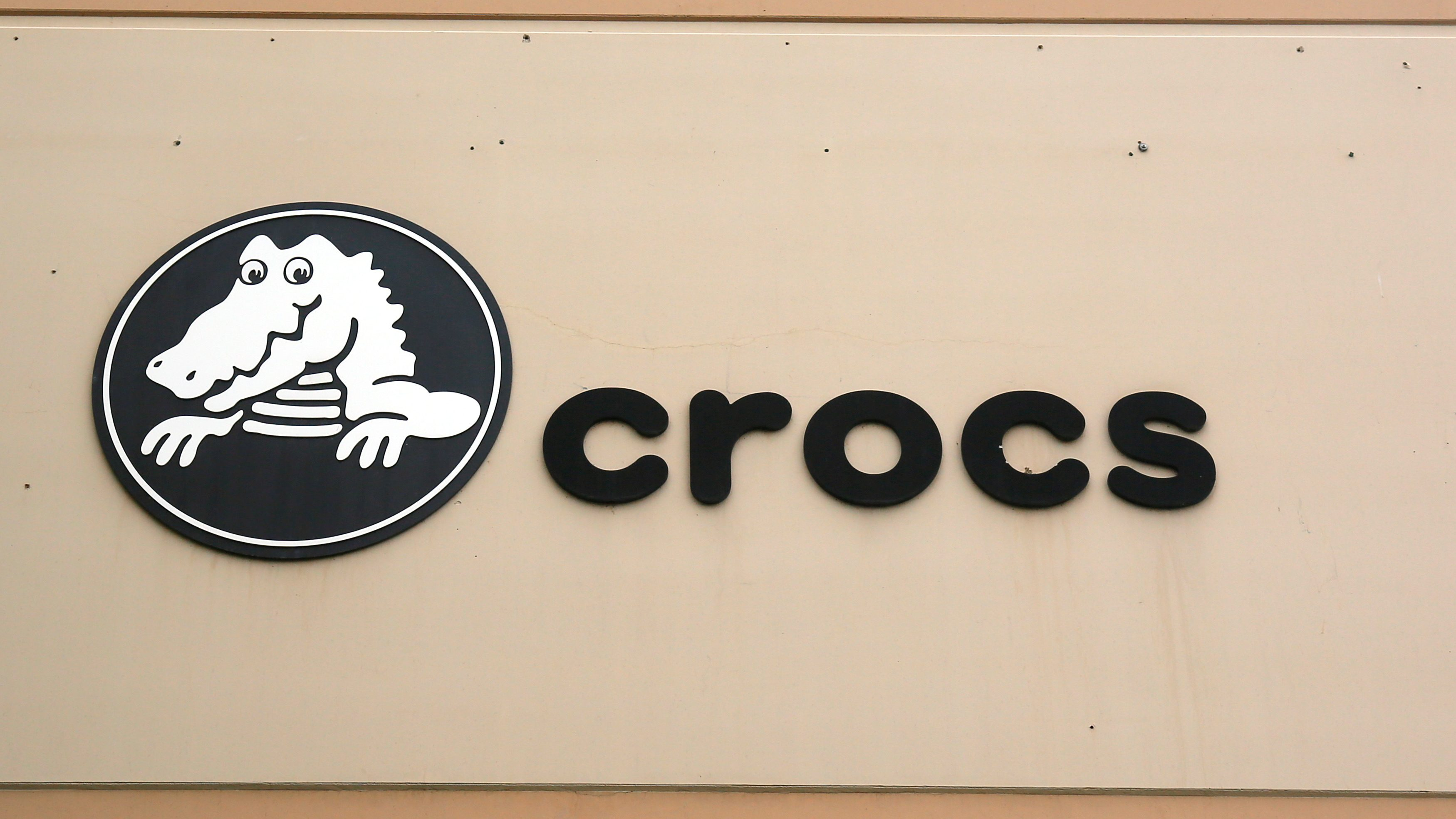 The sign outside the corporate headquarters of Crocs in Niwot, Colorado May 10, 2017. REUTERS/Rick Wilking - RC1941395460