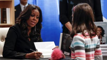 """Former first lady Michelle Obama signs copies of her memoir """"Becoming"""" at the Seminary Co-op Bookstore in Chicago"""