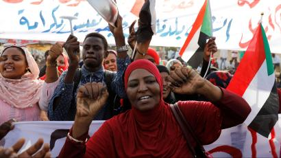 Sudanese demonstrators chant slogans and wave Sudanese flags as they protest in front of the Defence Ministry in Khartoum, Sudan April 17, 2019.