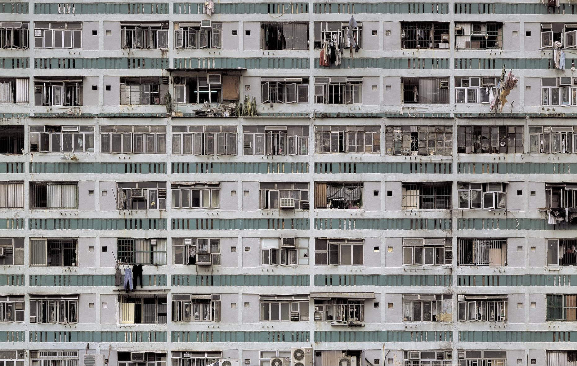 Michael Wolf, whose photos of Hong Kong showed its density, died at 65