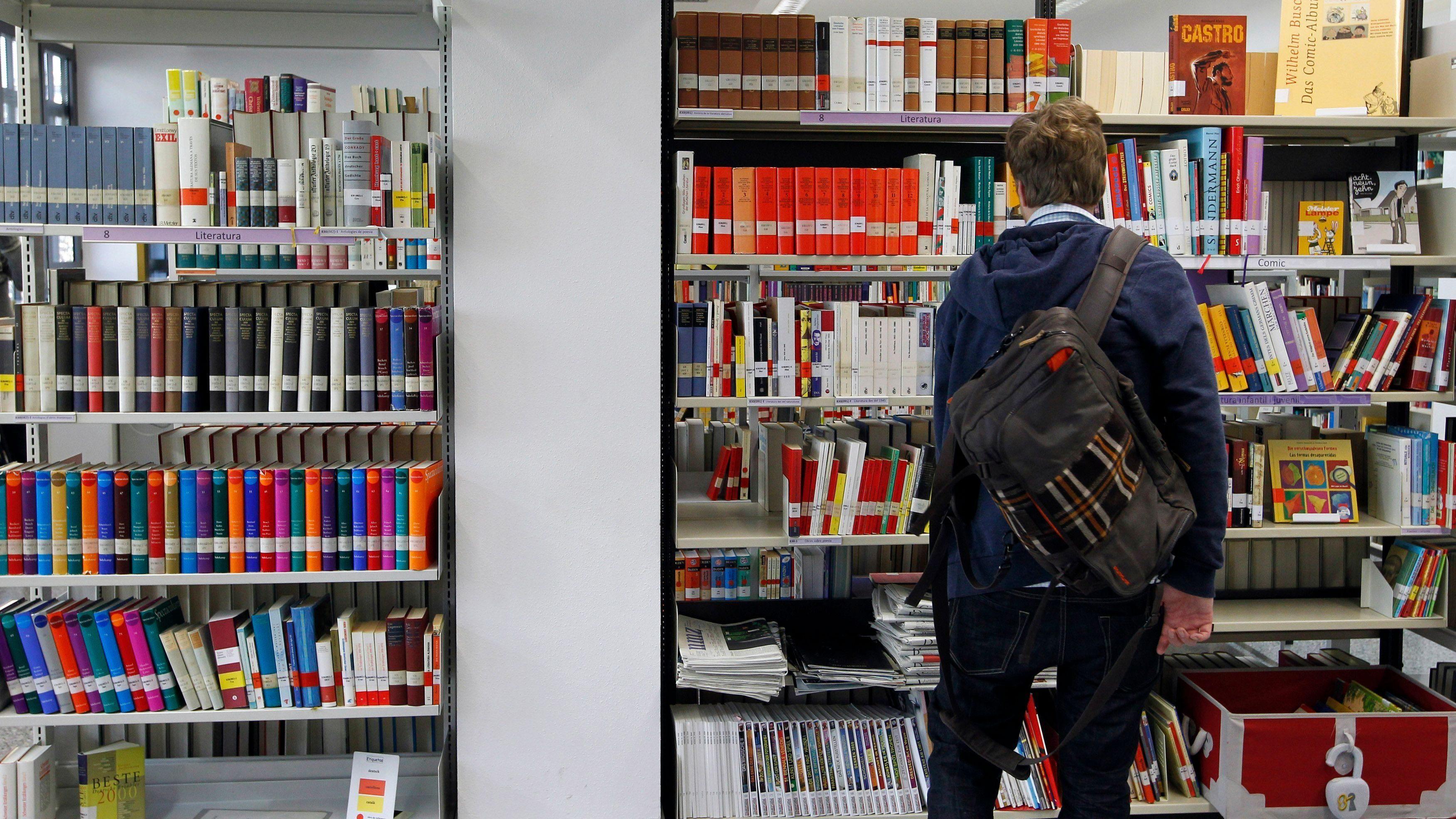 Man in Goethe Institute's library in Barcelona