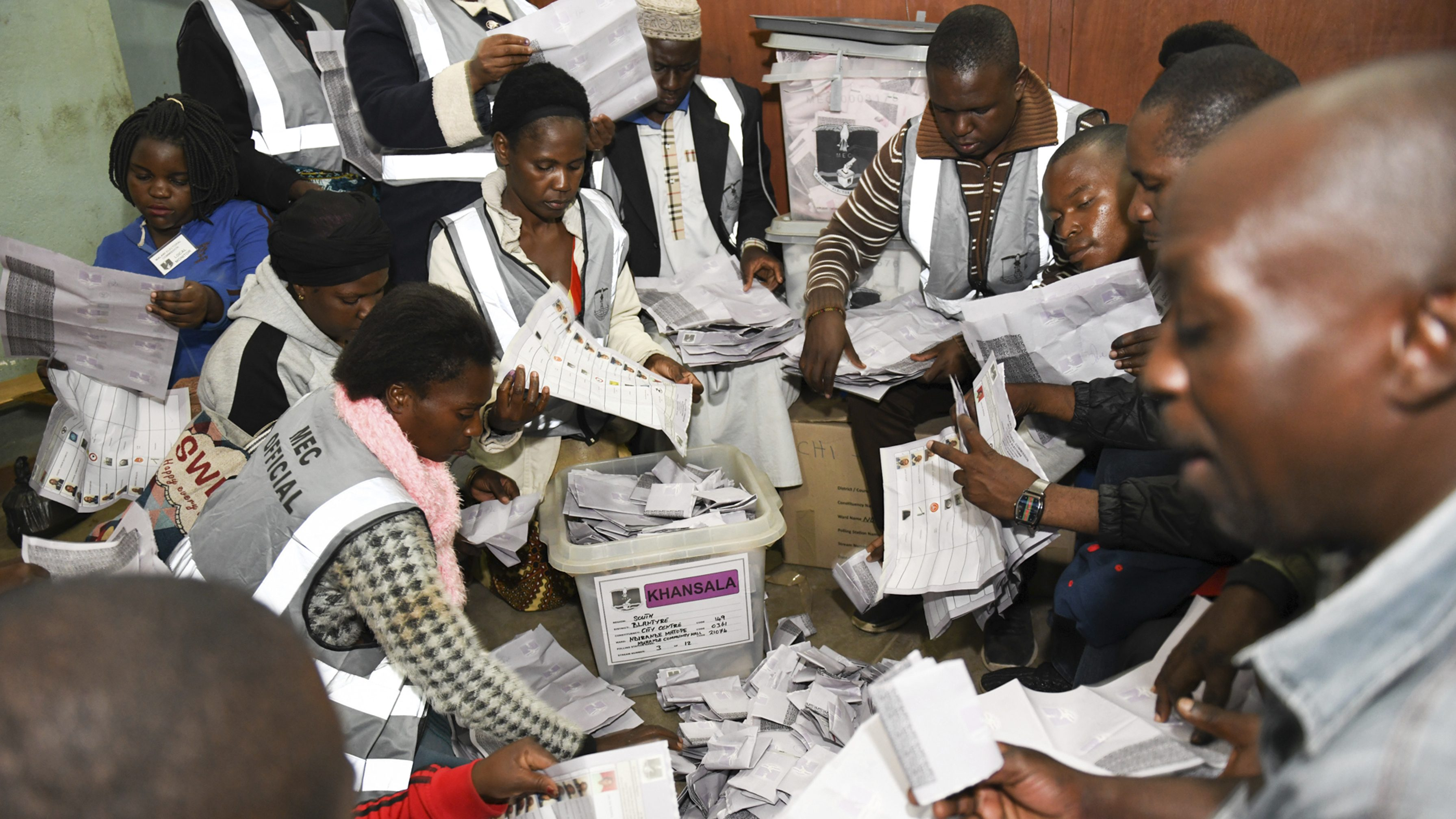 Malawi internet cut off after polls close on election day