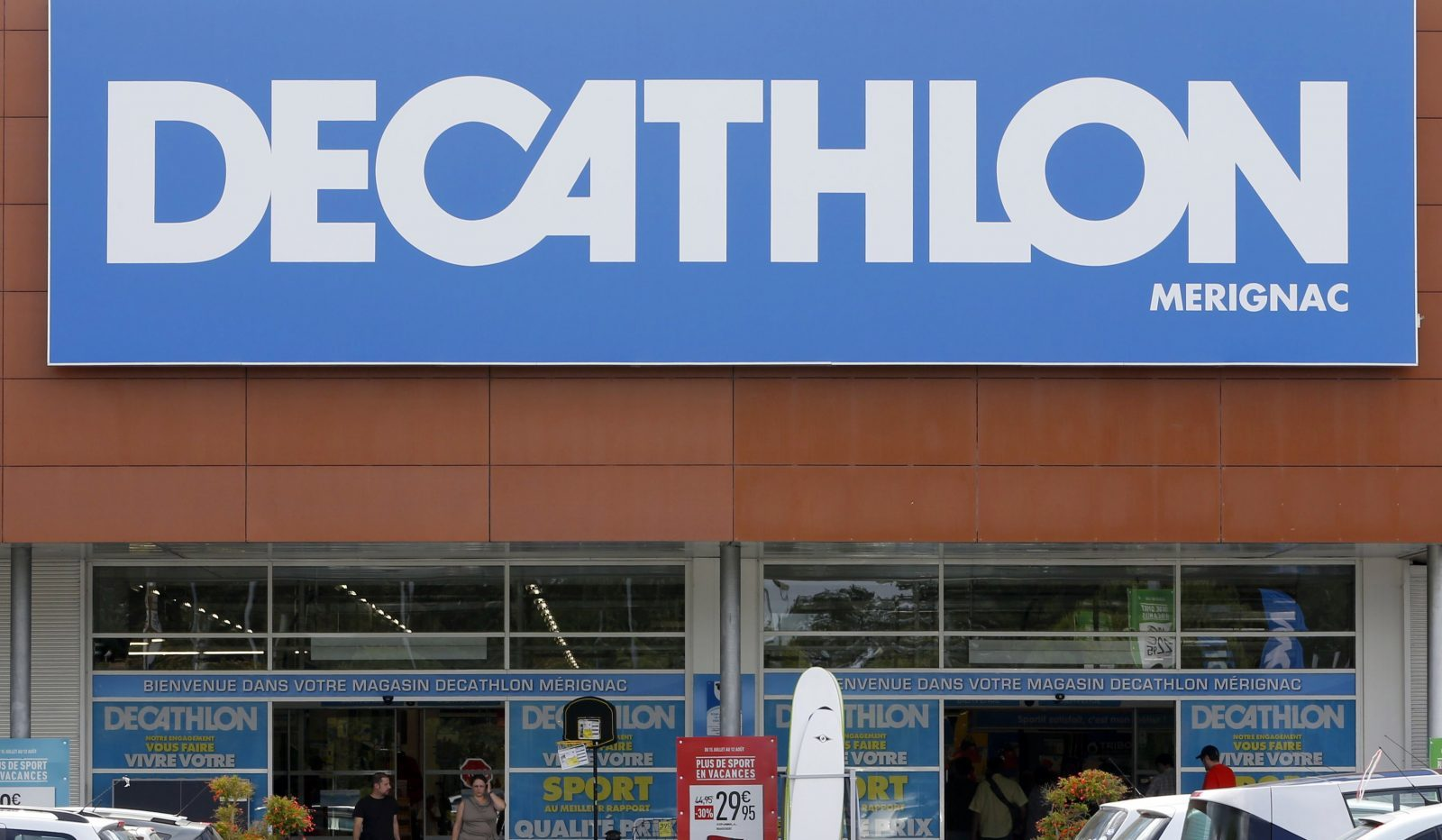 Folleto Alfabeto Construir sobre  Decathlon showrooms give Nike, Puma, Adidas the jitters in India — Quartz  India