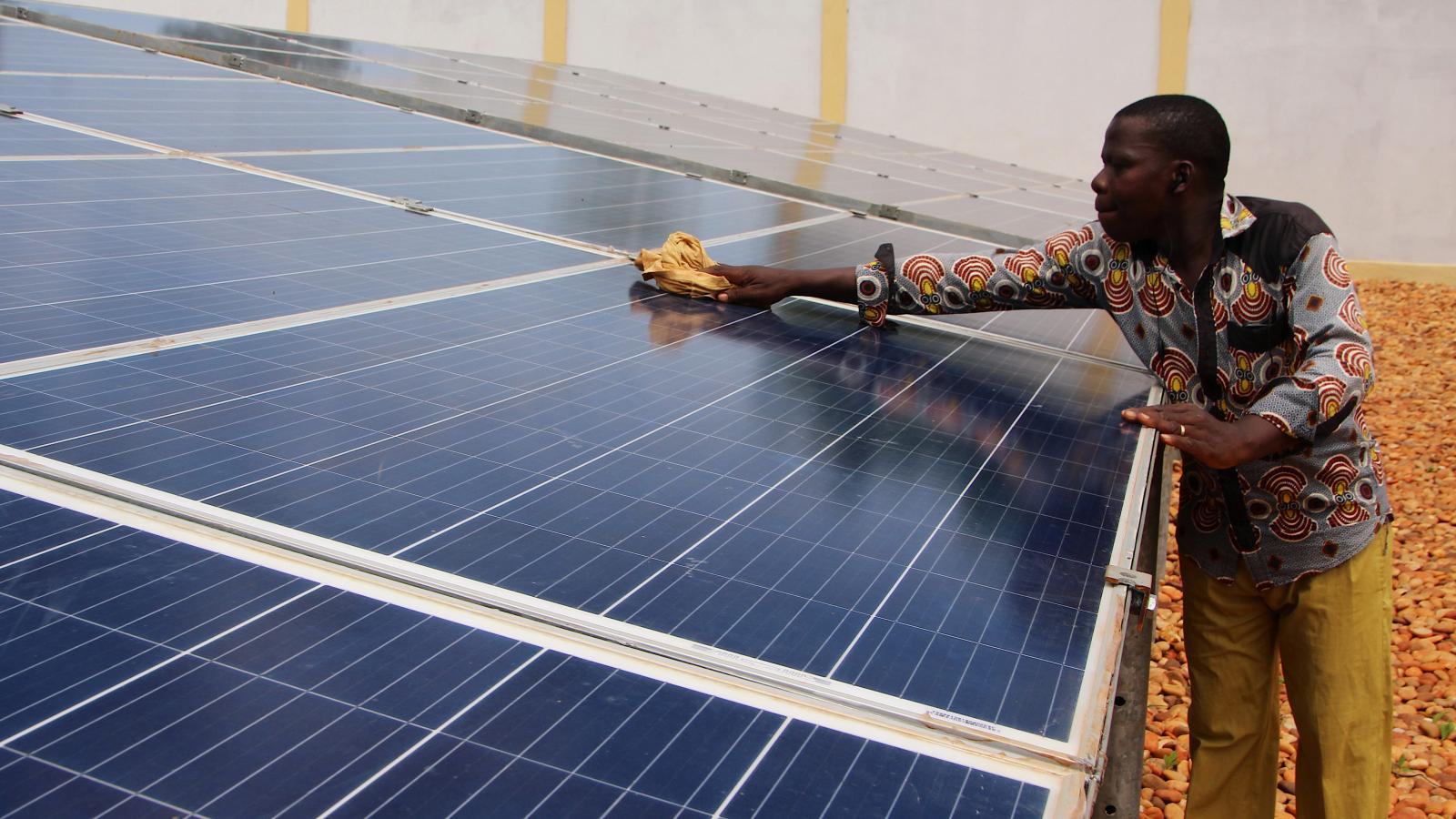 Nigeria solar power could fix costly electricity problems ... on