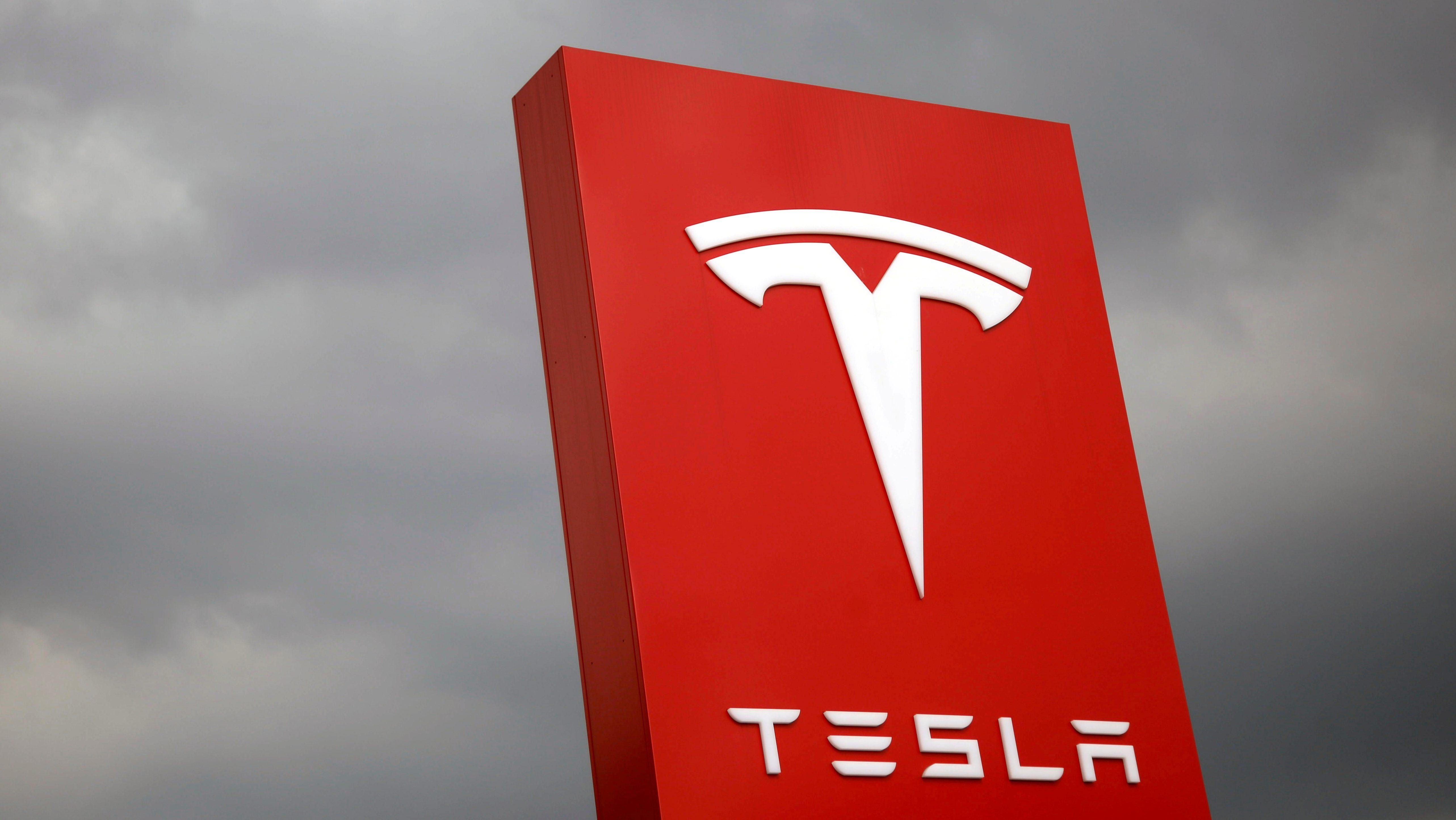 Tesla's Competitors Close In, Elon Musk Remains Optimistic