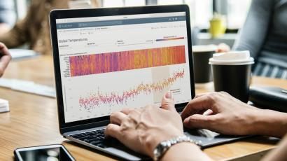 Laptop screen shows global temperature data provided by Tableau Software