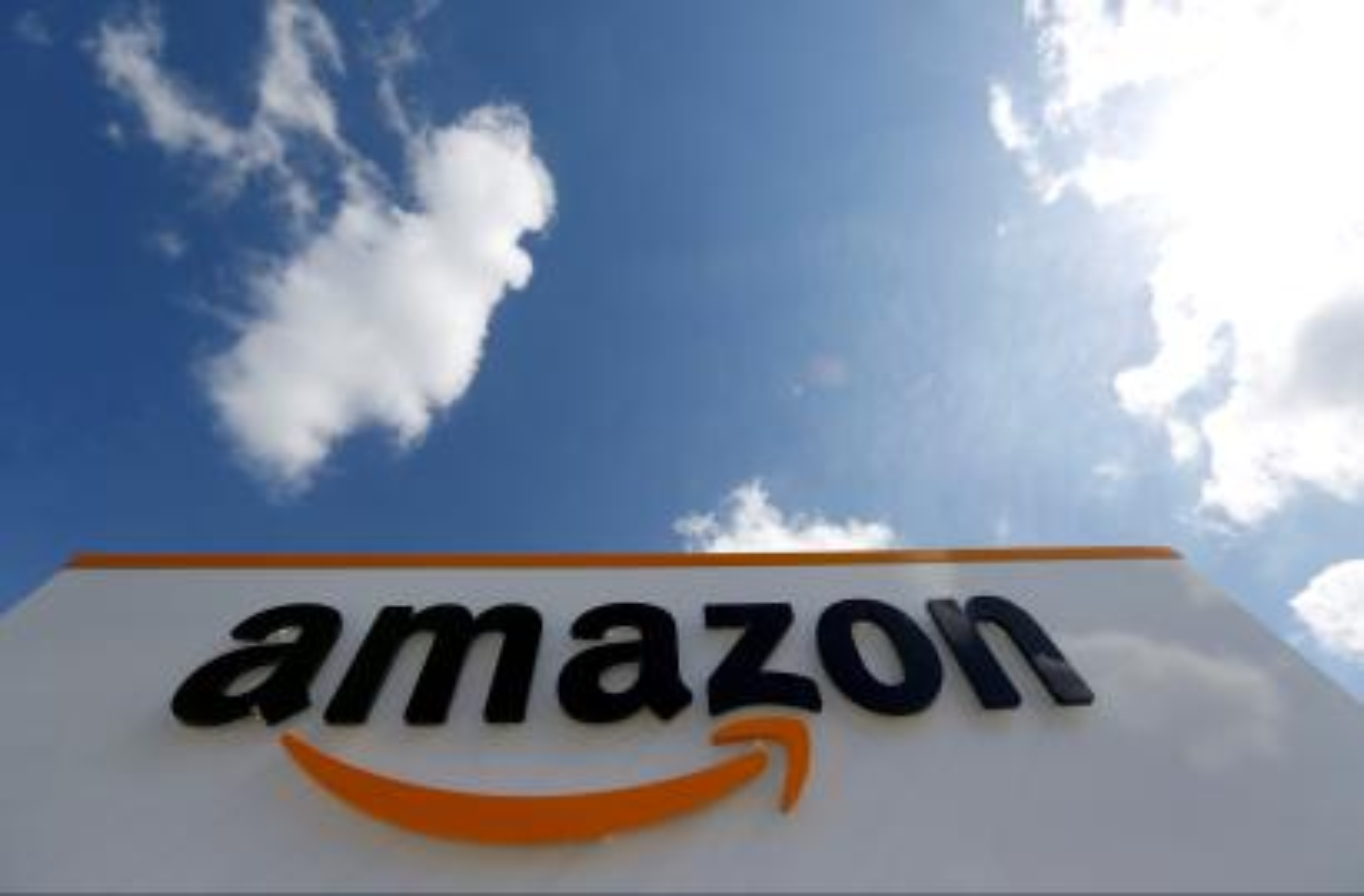 Amazon India, Flipkart's smartphone sales up despite FDI policy