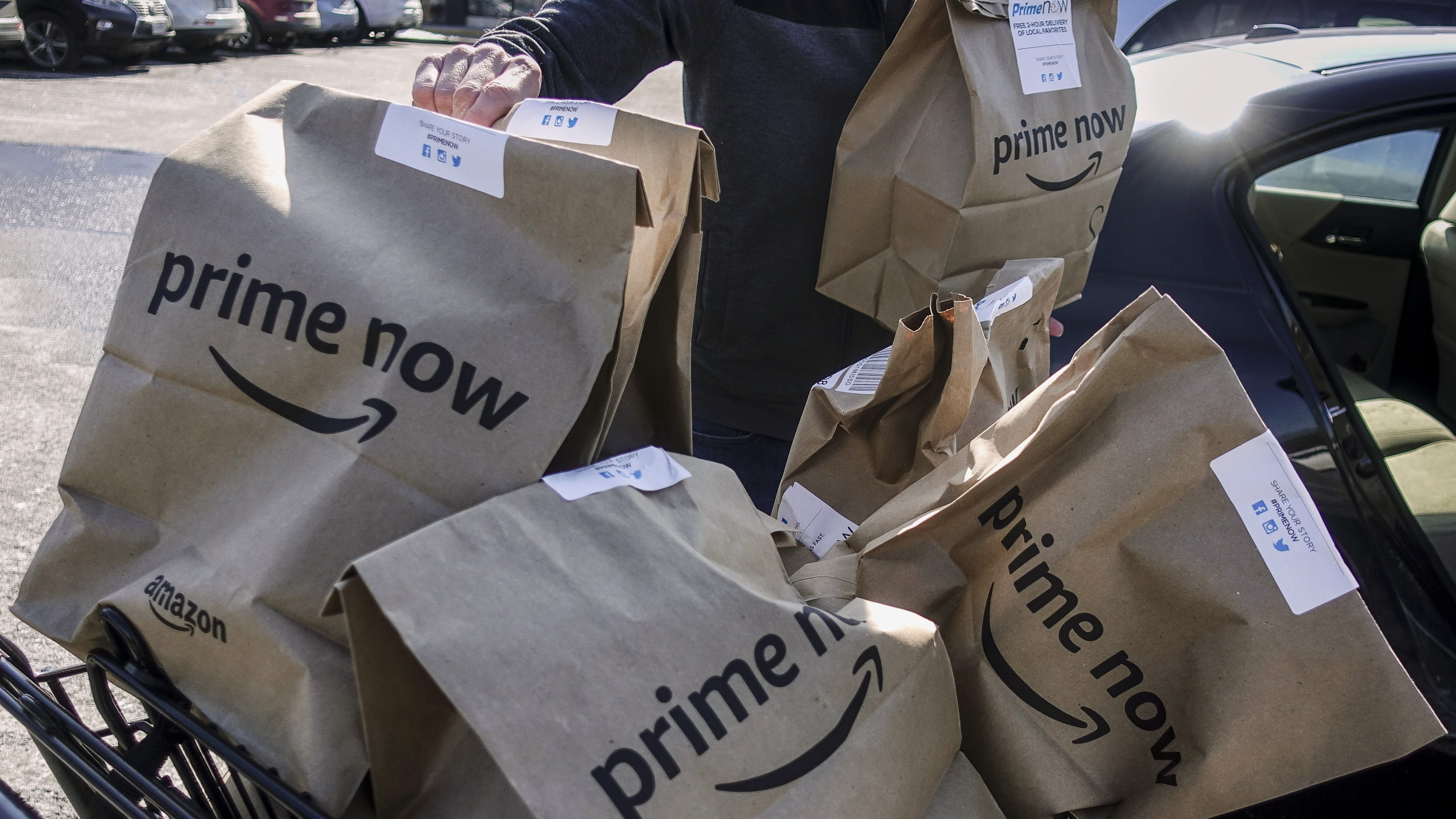 Amazon Is Closing Food Delivery Service Amazon Restaurants