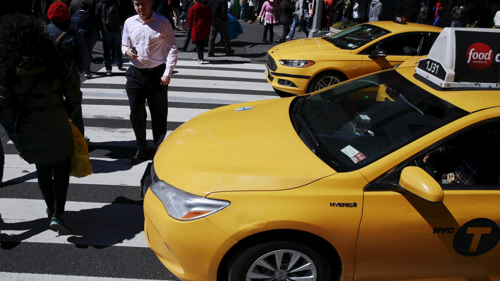 More Americans are driving taxis, thanks to Uber and Lyft