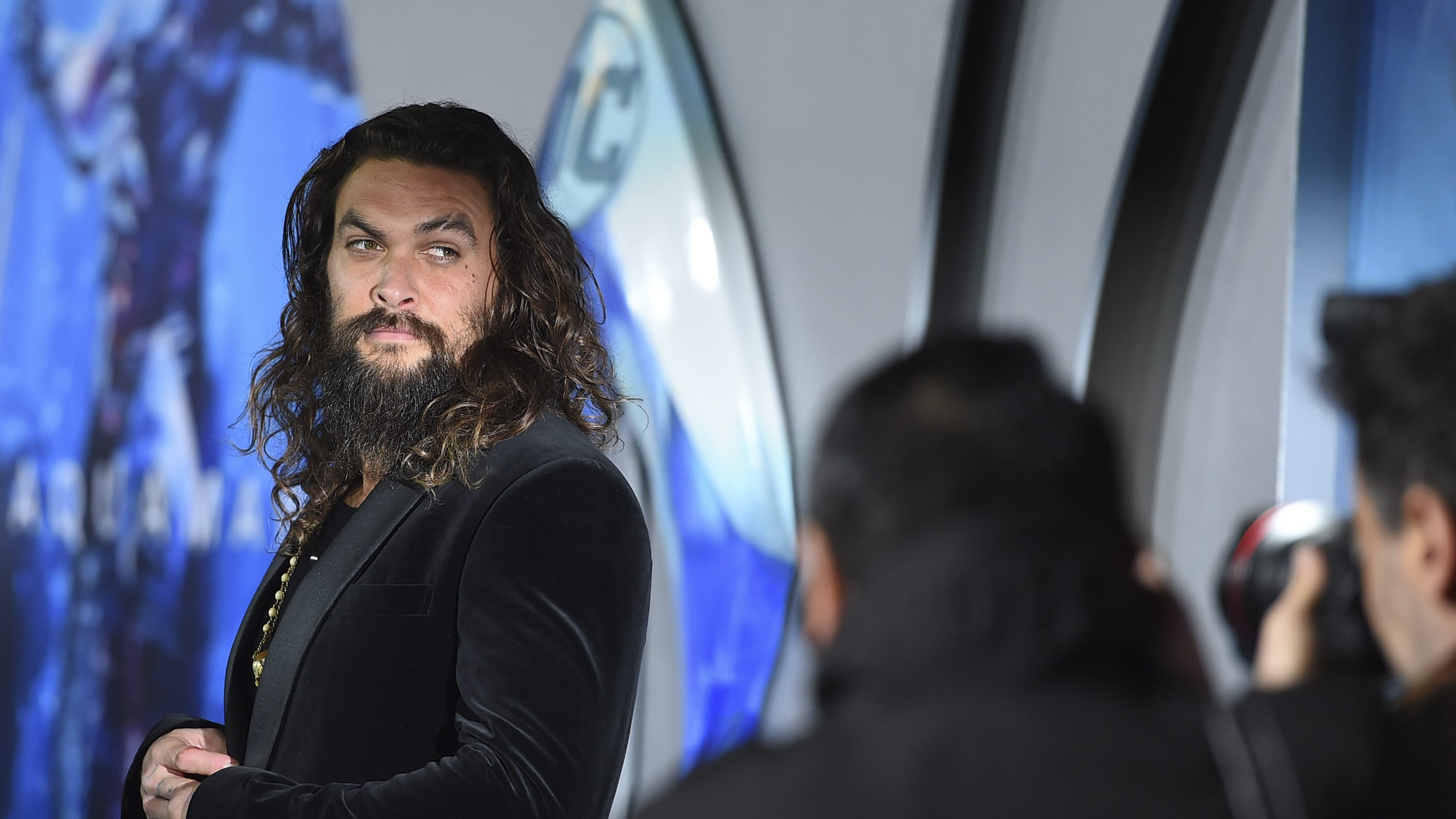 "Jason Momoa's ""dad bod"" highlights the issue of male body shaming"