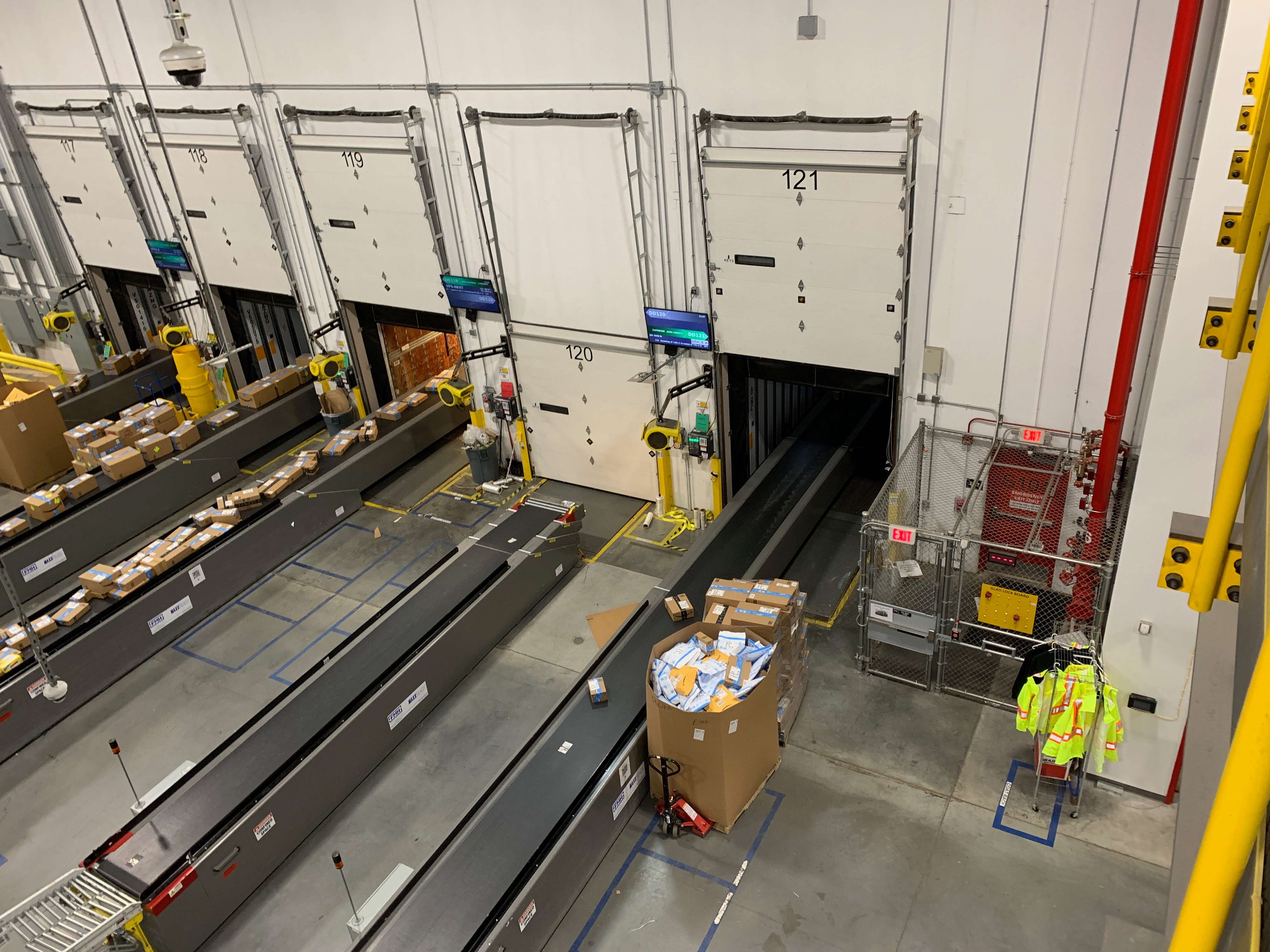 extendable conveyor belts at the amazon warehouse