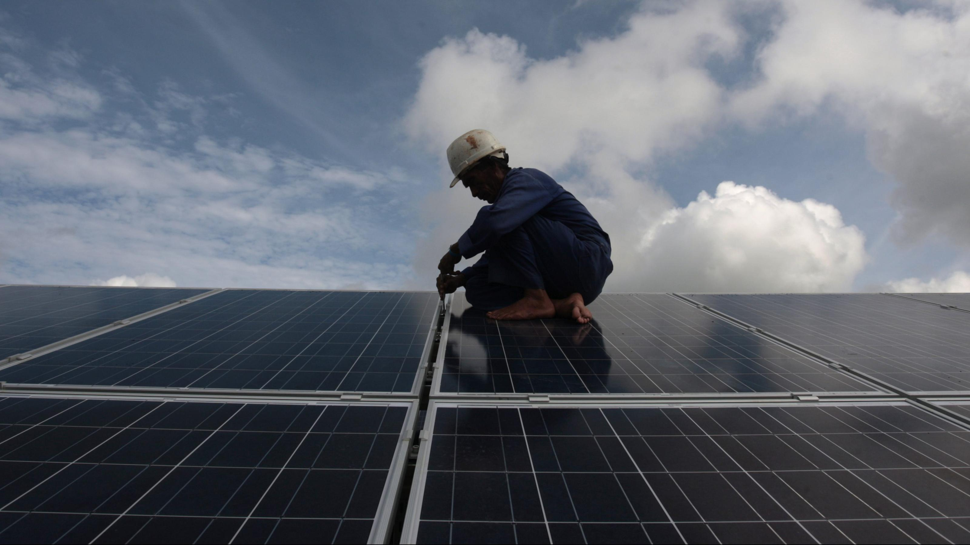 Solar and wind energy job creation slowed down in India in FY19