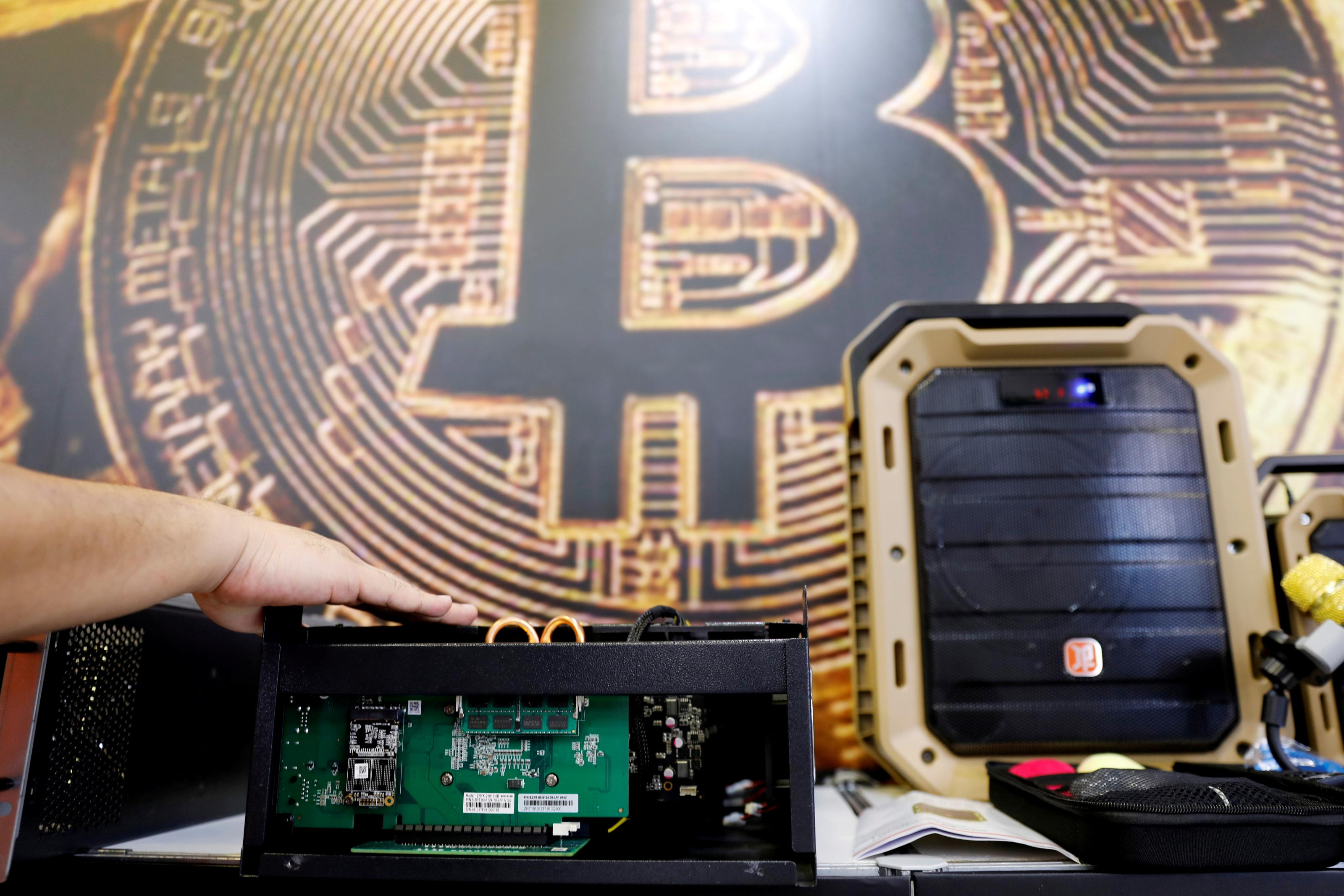 India's Garg panel wants bitcoin to be replaced by digital rupee