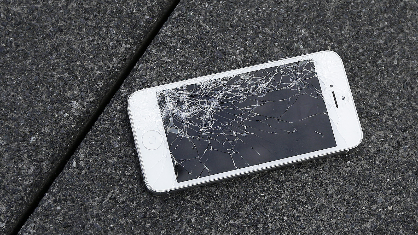 smashed iphone mobile phone screen