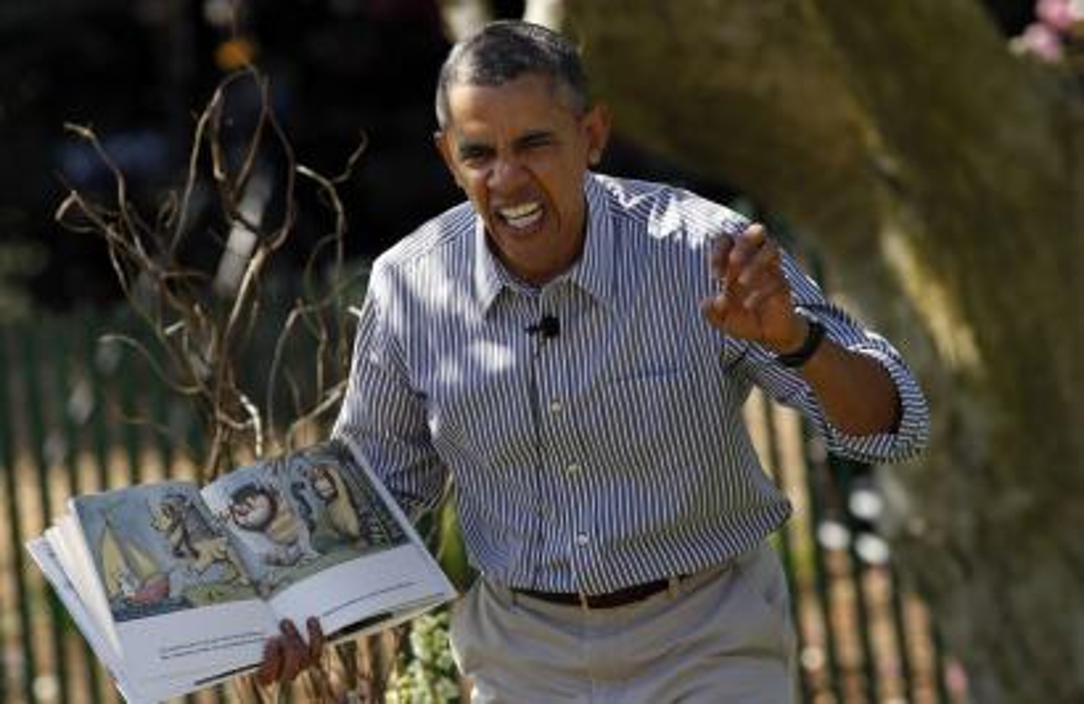 Barack Obama reads a book to children.