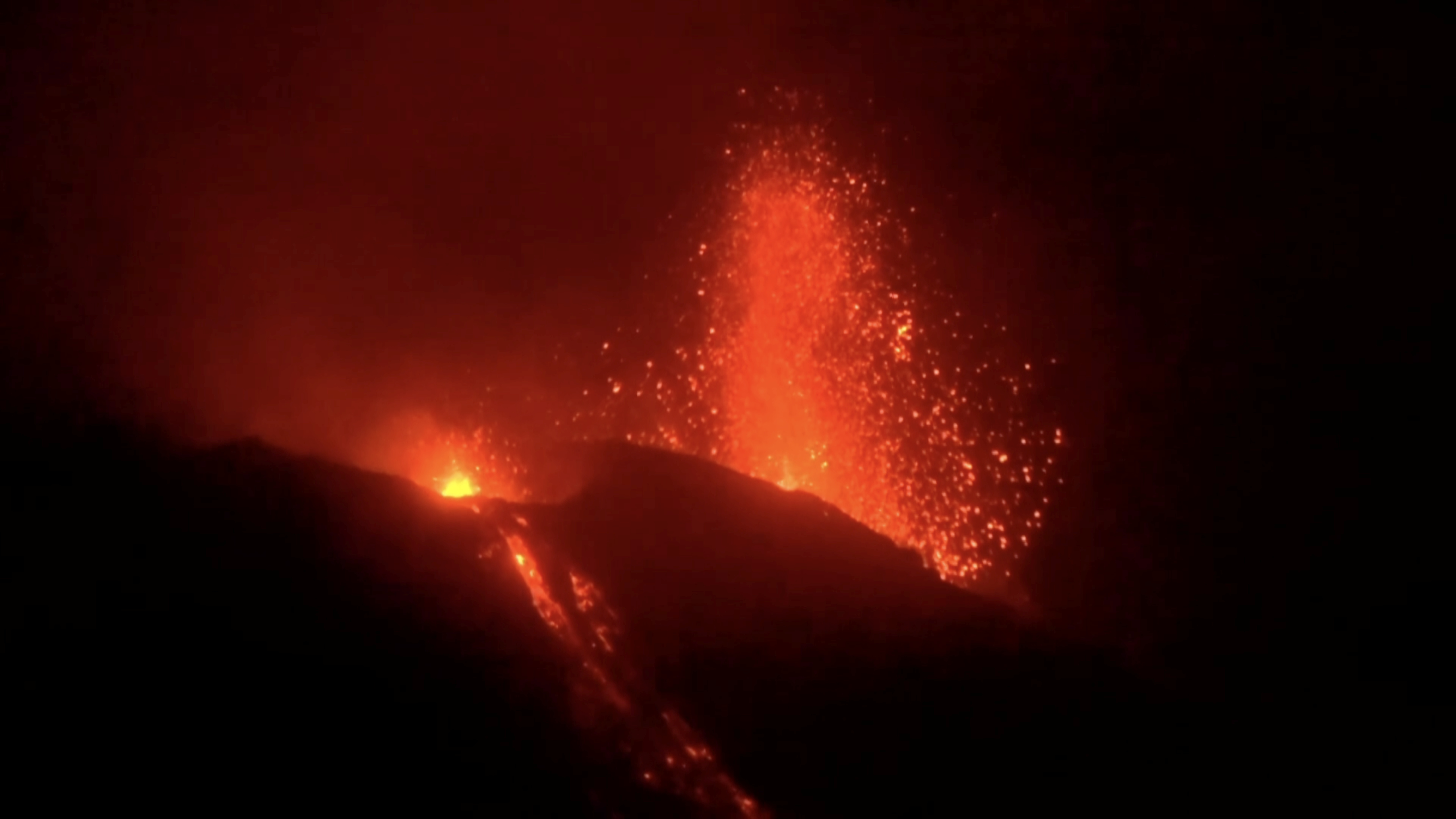 Pictures And Video Of Stromboli Volcano Eruption In Italy Quartz