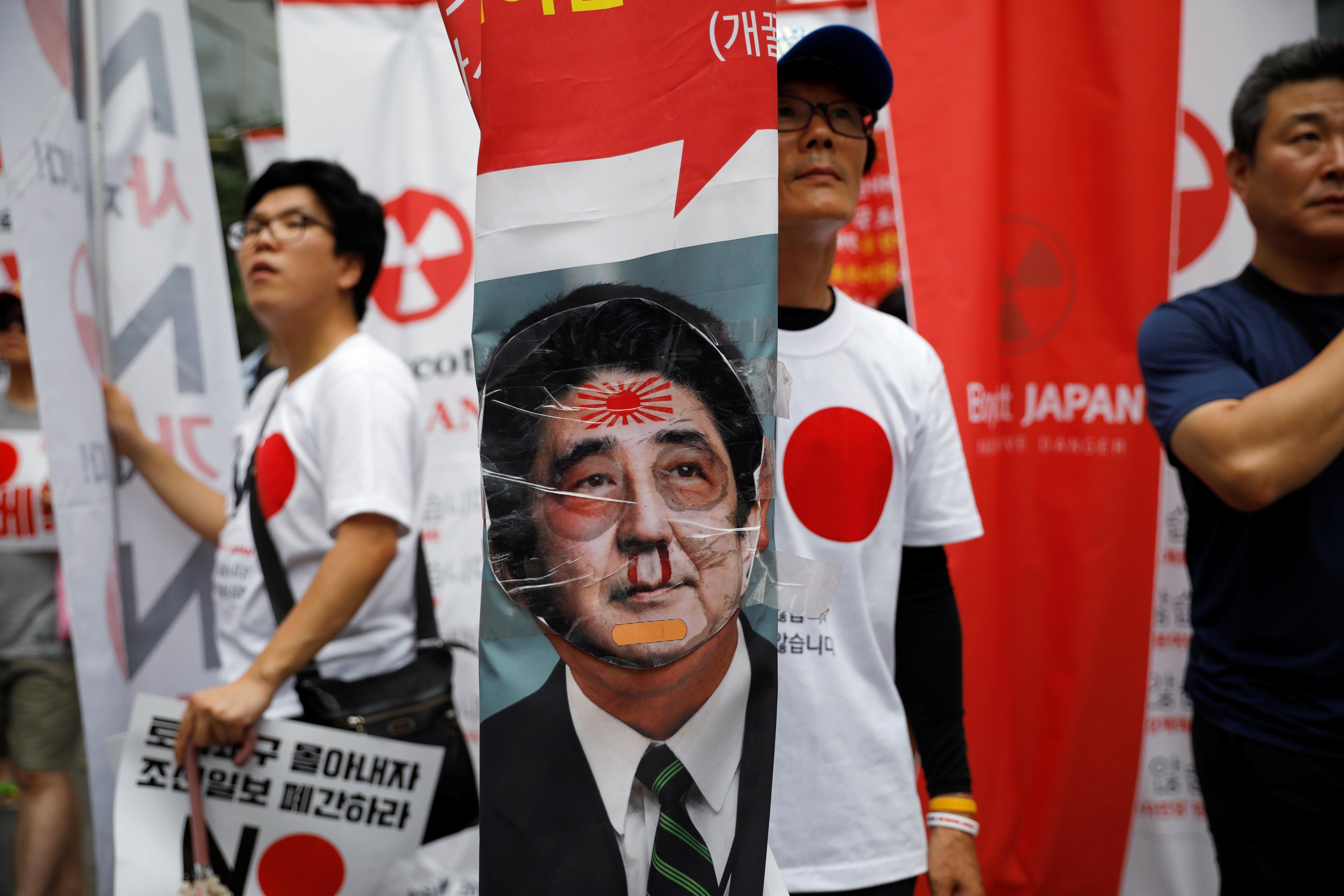 South Koreans protesting against Japan