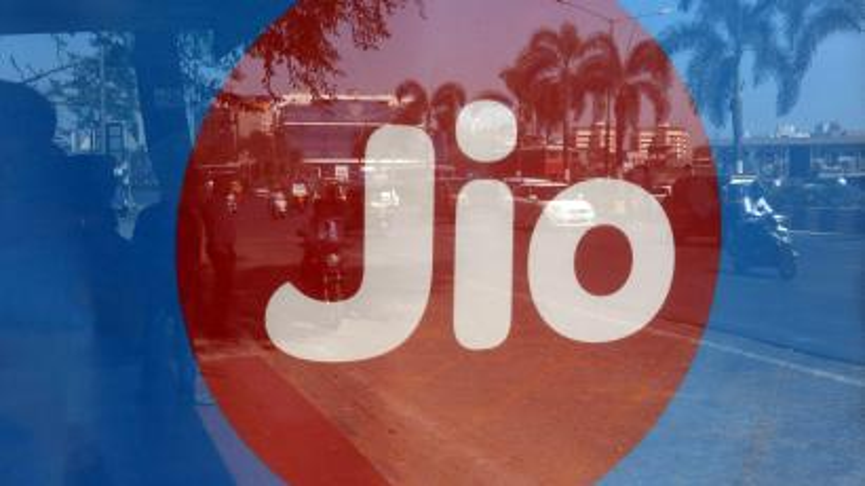 Mukesh Ambani's RIL offers free LED TV with Jio Fiber