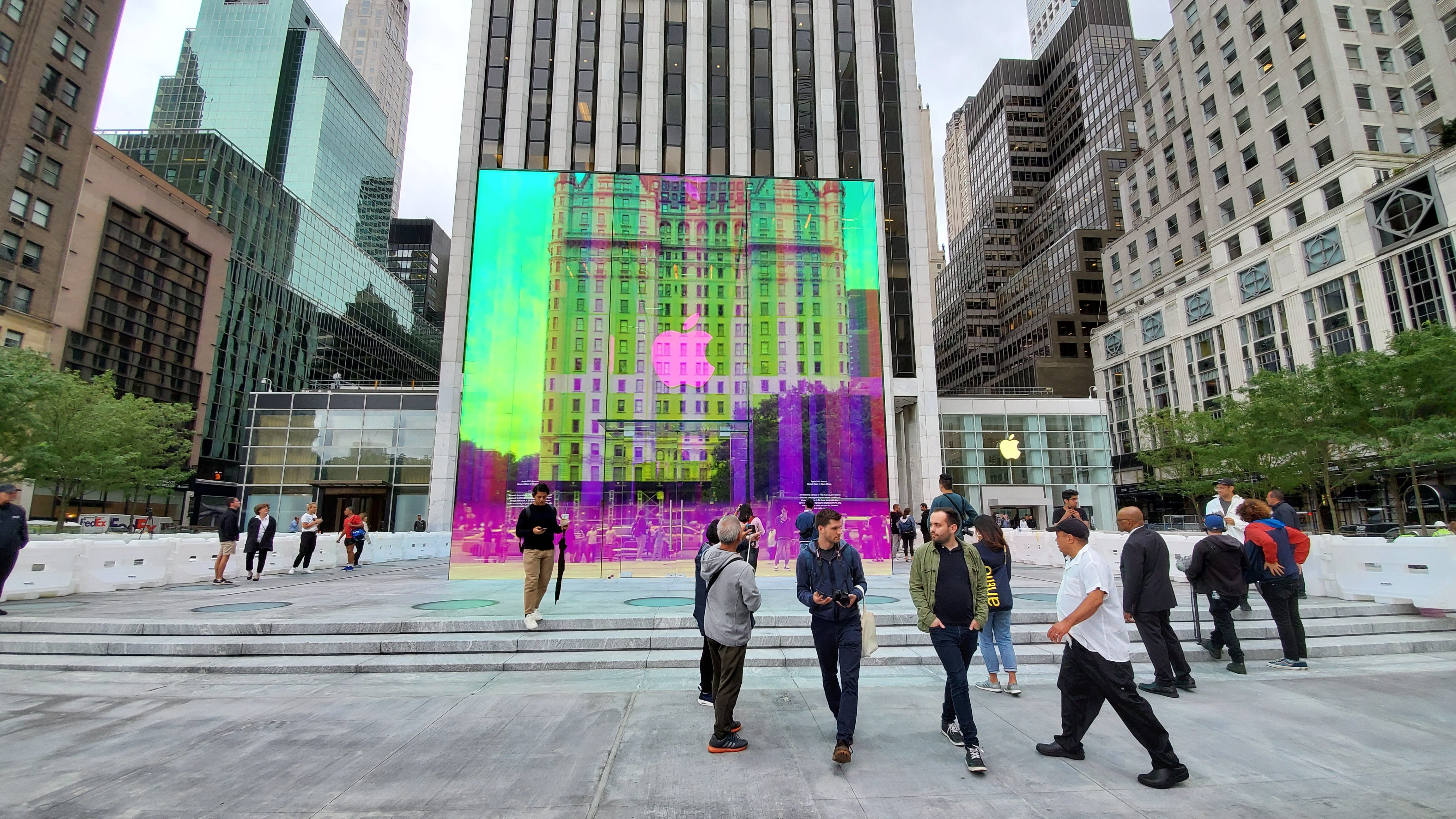 Apple store on Fifth Avenue will re-open soon with a rainbow ...