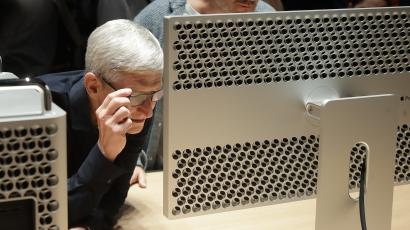 Tim Cook looking at the Mac Pro.