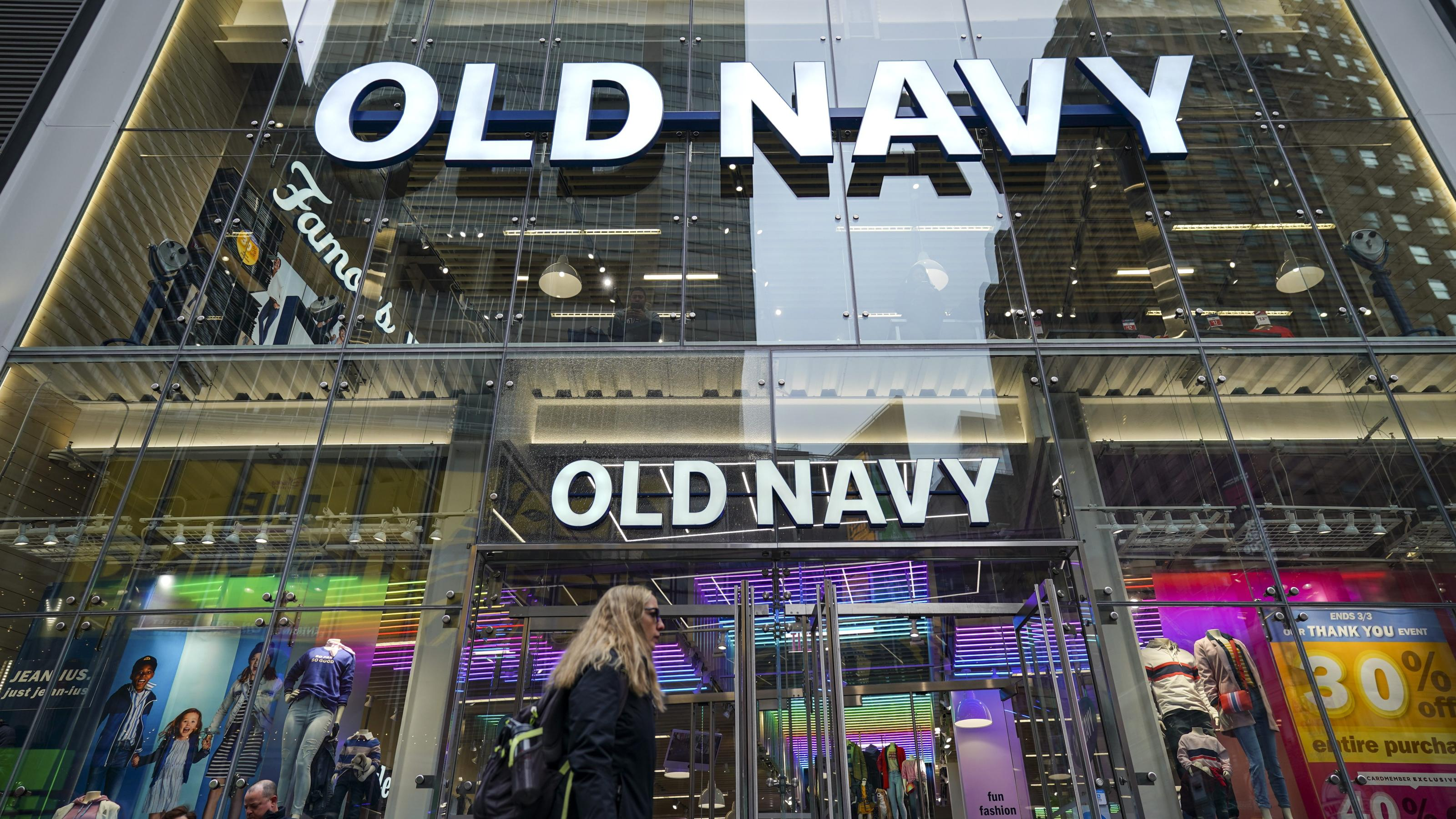 Old Navy plans 800 new stores despite retail's dismal outlook