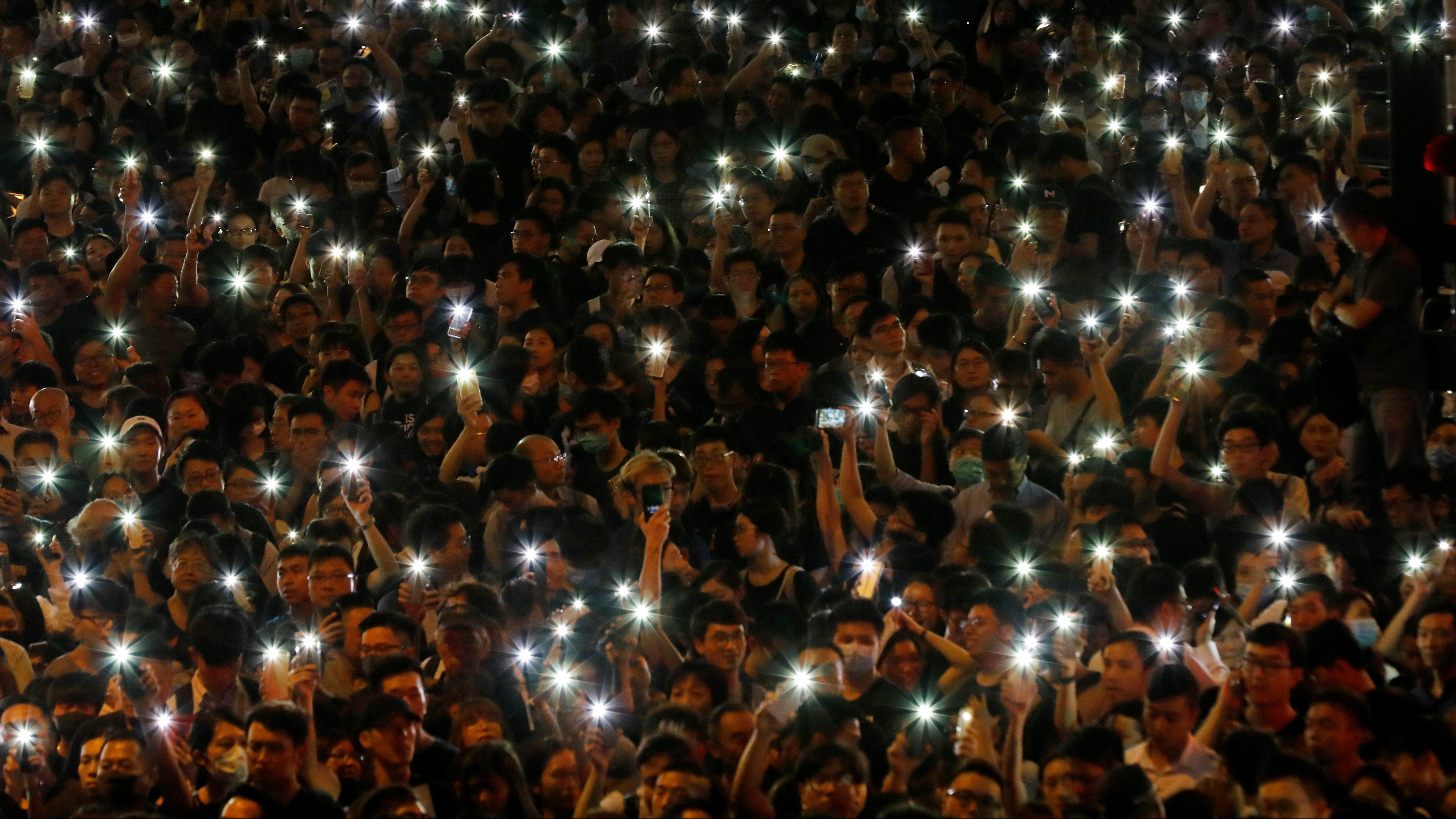 Hong Kong protestors use Bridgefy to preempt internet
