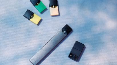 A Juul with pods