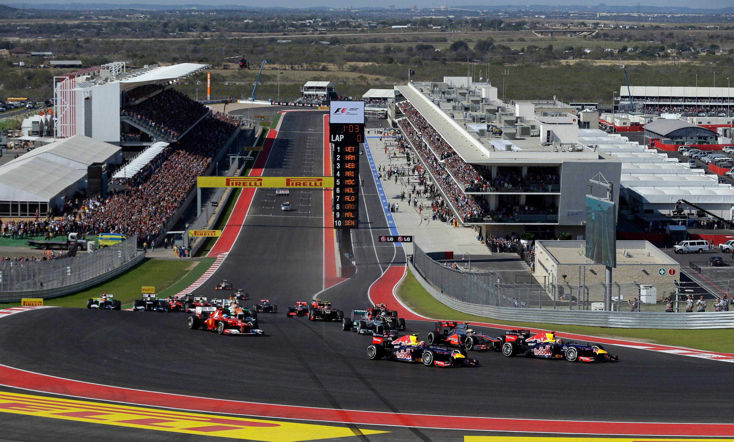 Sebastian Vettel, de l'Allemagne, est en tête du premier virage pour le départ de la course automobile F1 US Grand Prix sur le Circuit of the Americas, à Austin, au Texas, en 2012.
