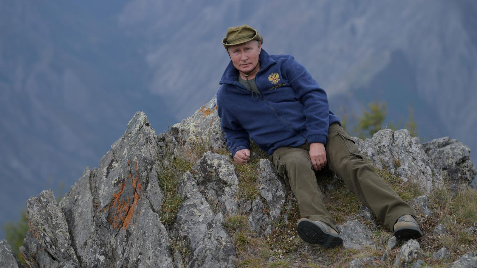 Photos Of Vladimir Putin S Chilled Out Mountain Vacation Quartz