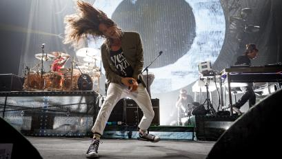 Brandon Boyd of Incubus onstage