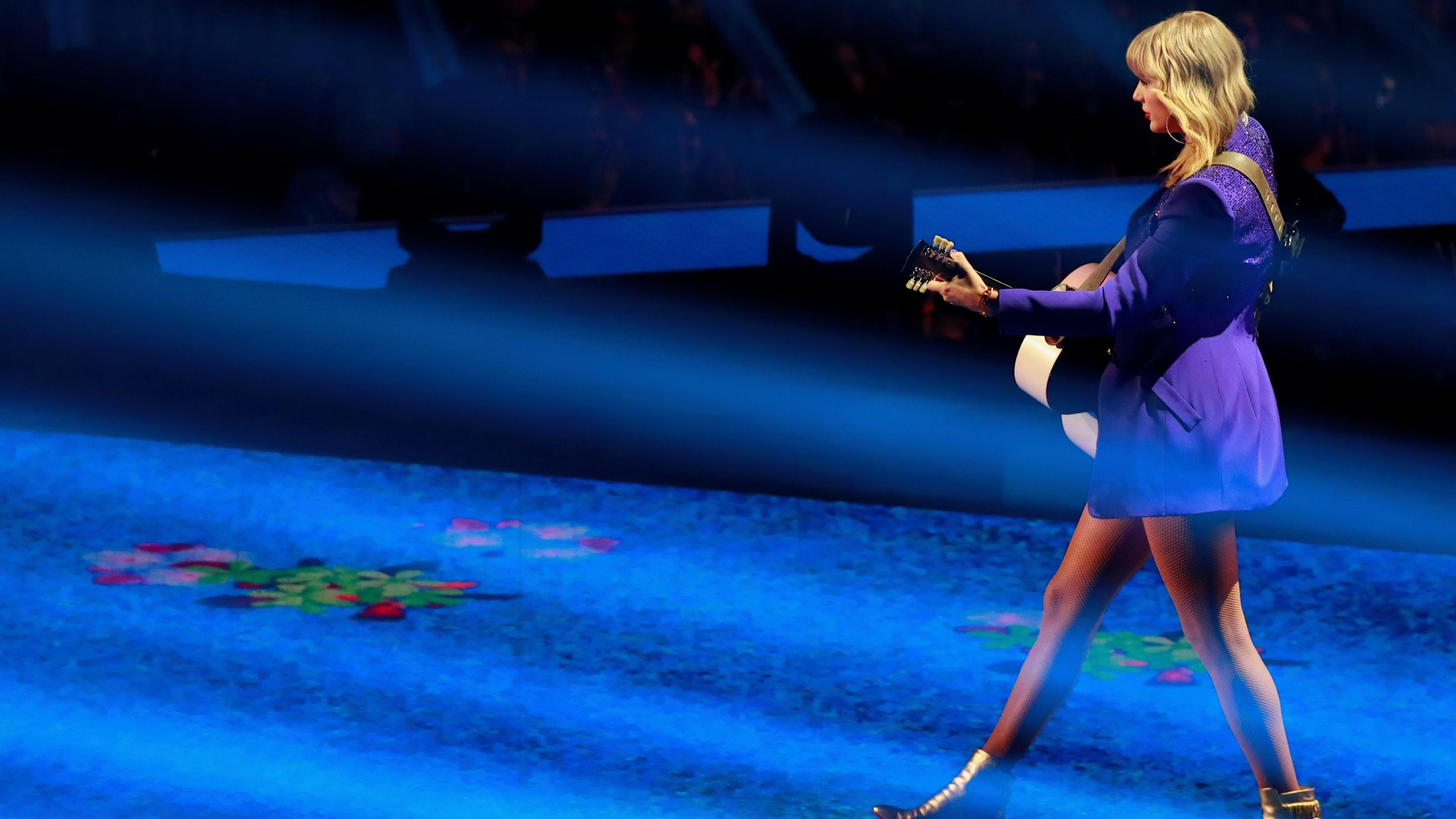 """Court revives copyright case against Taylor Swift's """"Shake it off"""""""