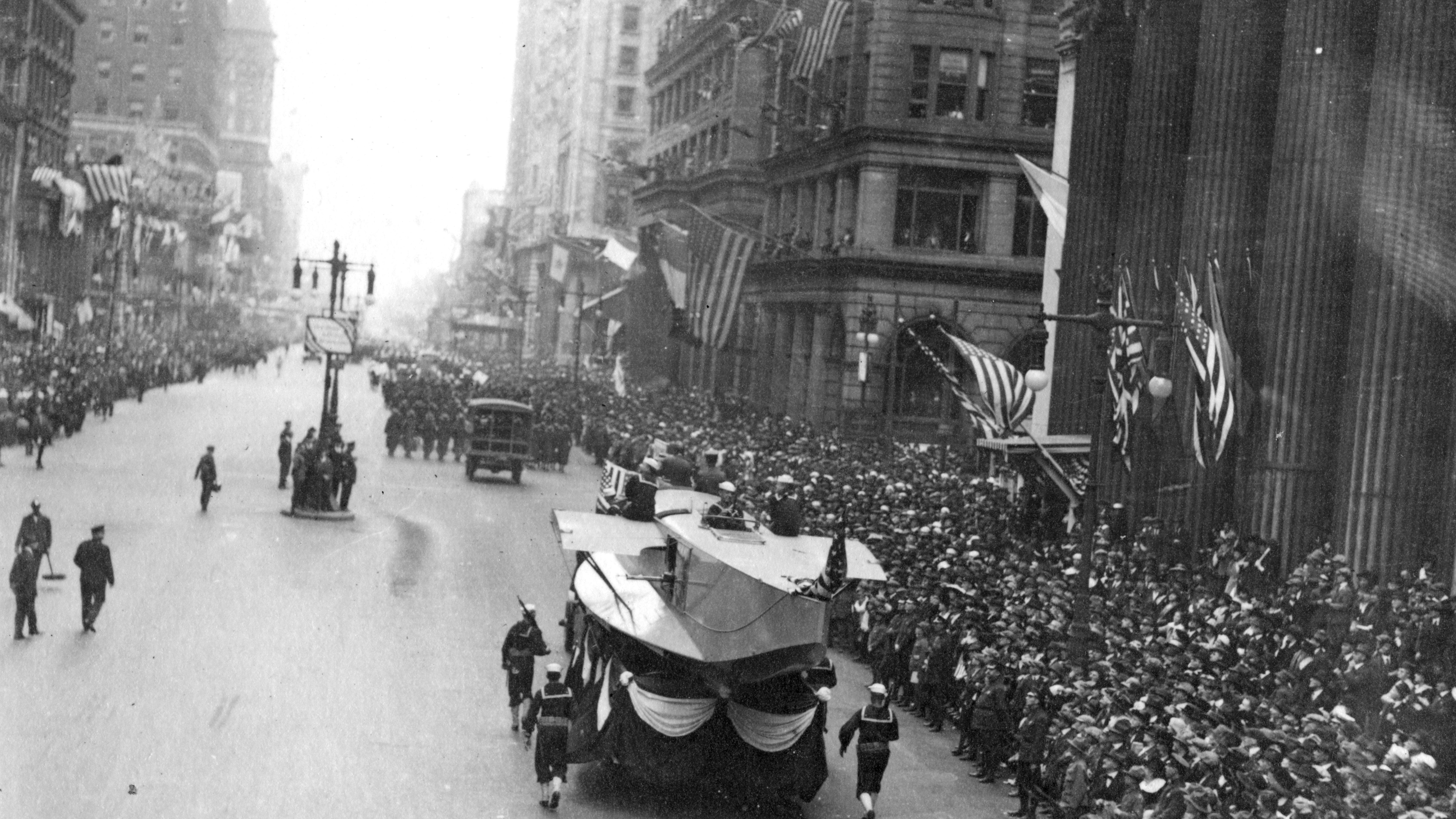 1918 parade spread flu pandemic