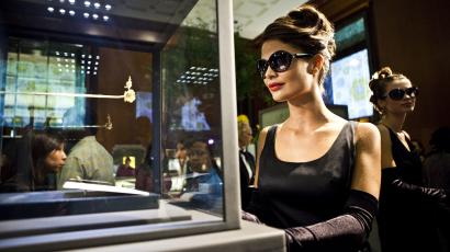 "A model dressed as Audrey Hepburn in ""Breakfast at Tiffany's,"" at the Tiffany flagship store in New York"